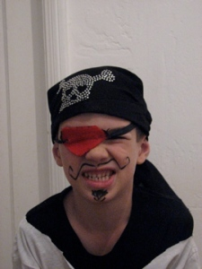 crazedparent: DIY kid's pirate halloween costume